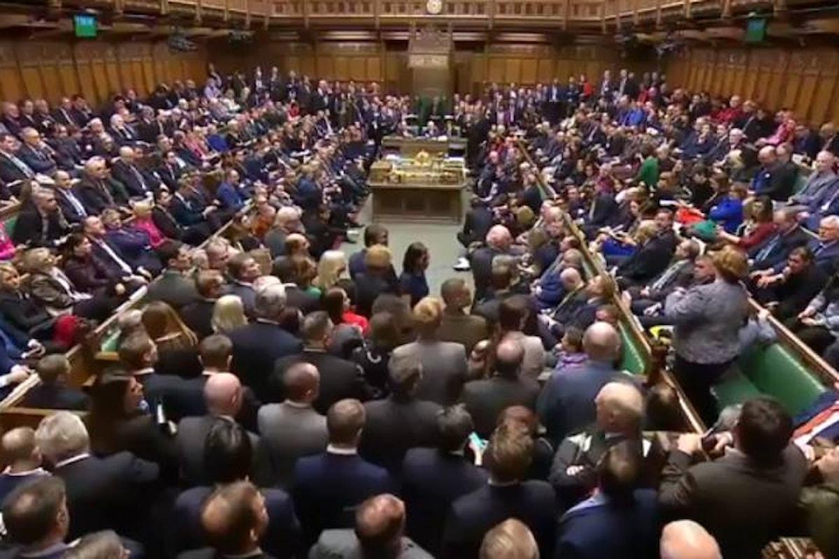 No deal, il Parlamento britannico ha bocciato l'accordo sulla Brexit siglato dalla May