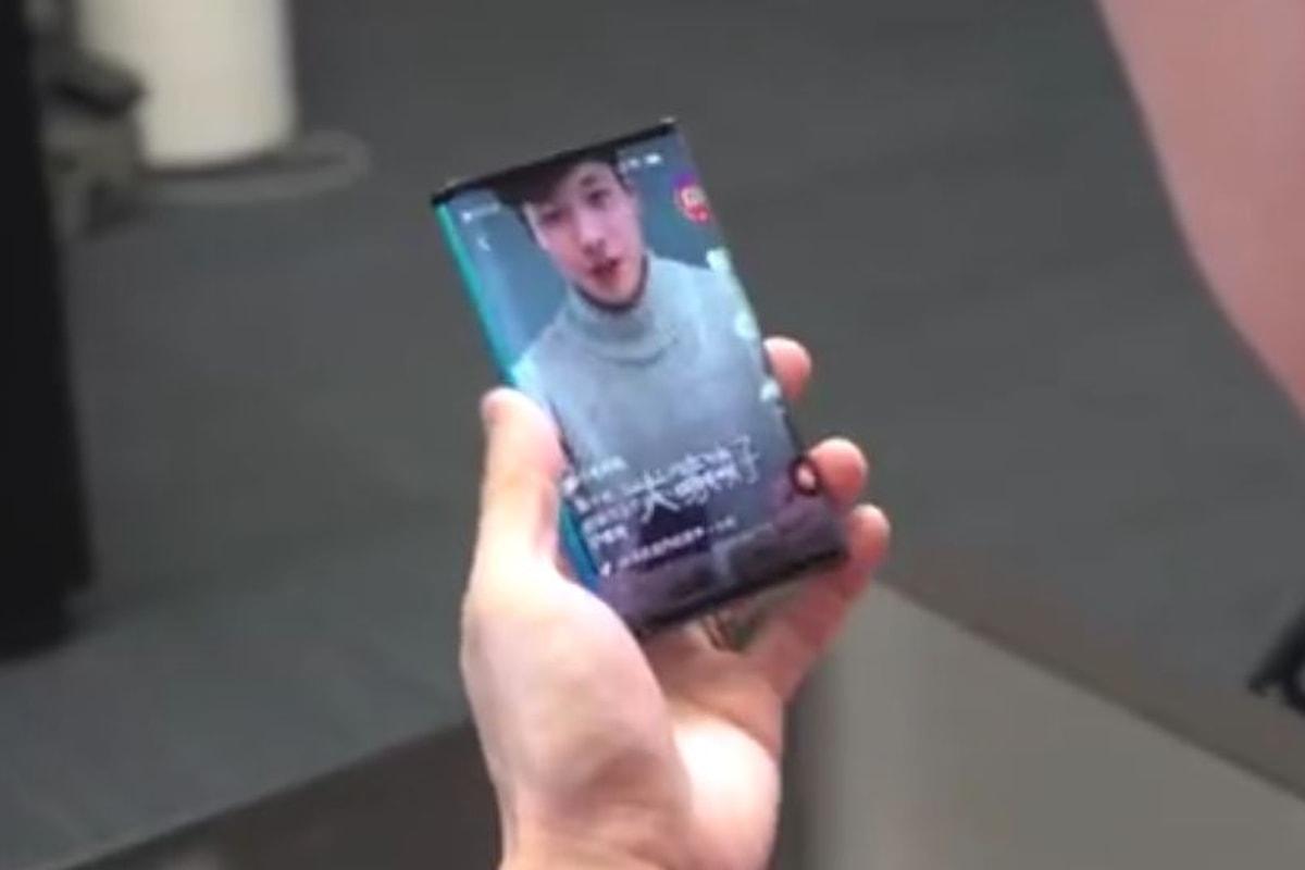 Xiaomi sta realizzando uno smartphone pieghevole: ecco il video del prototipo condiviso da Bin Lin