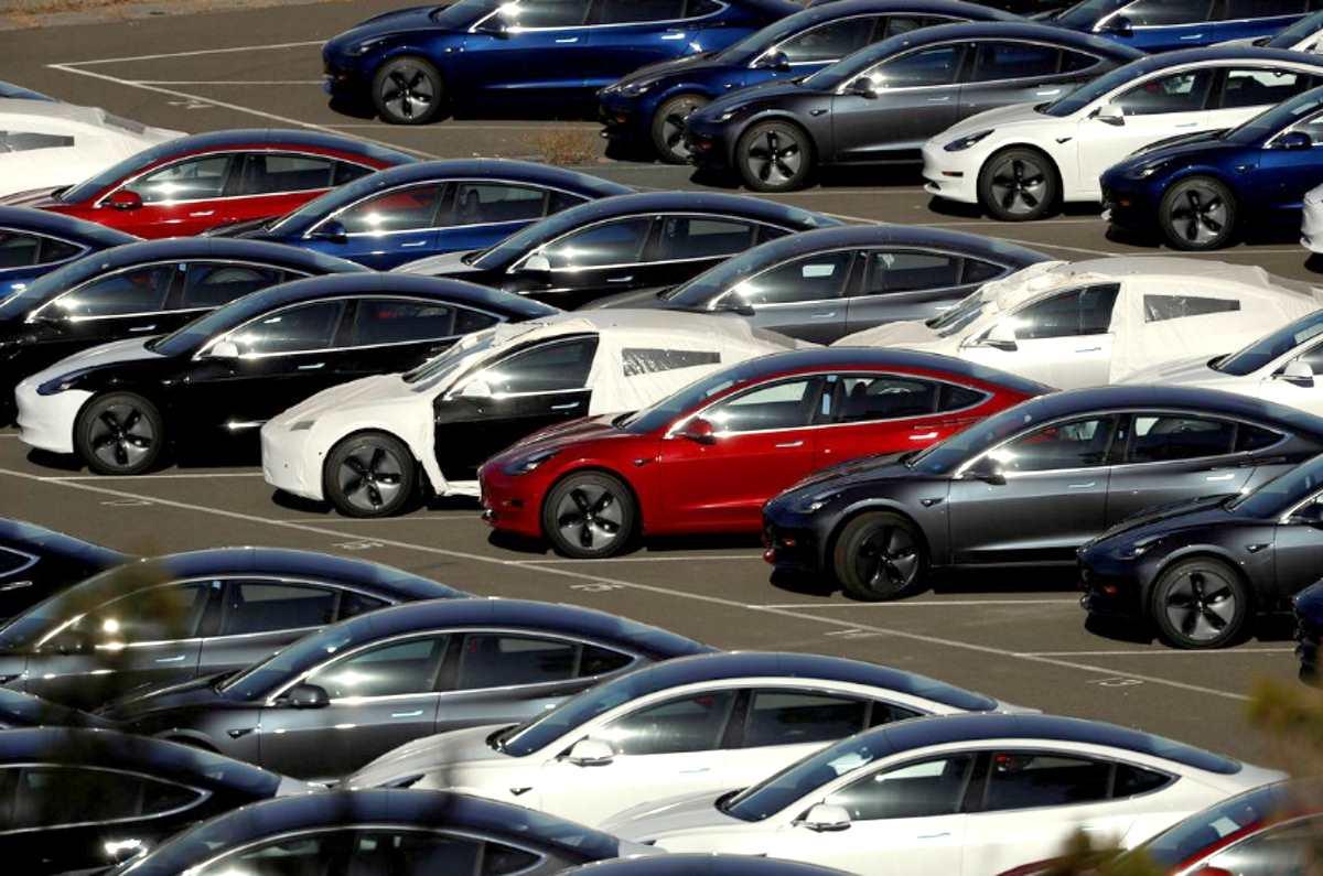Tesla ha dimezzato le vendite della Model 3 negli Stati Uniti