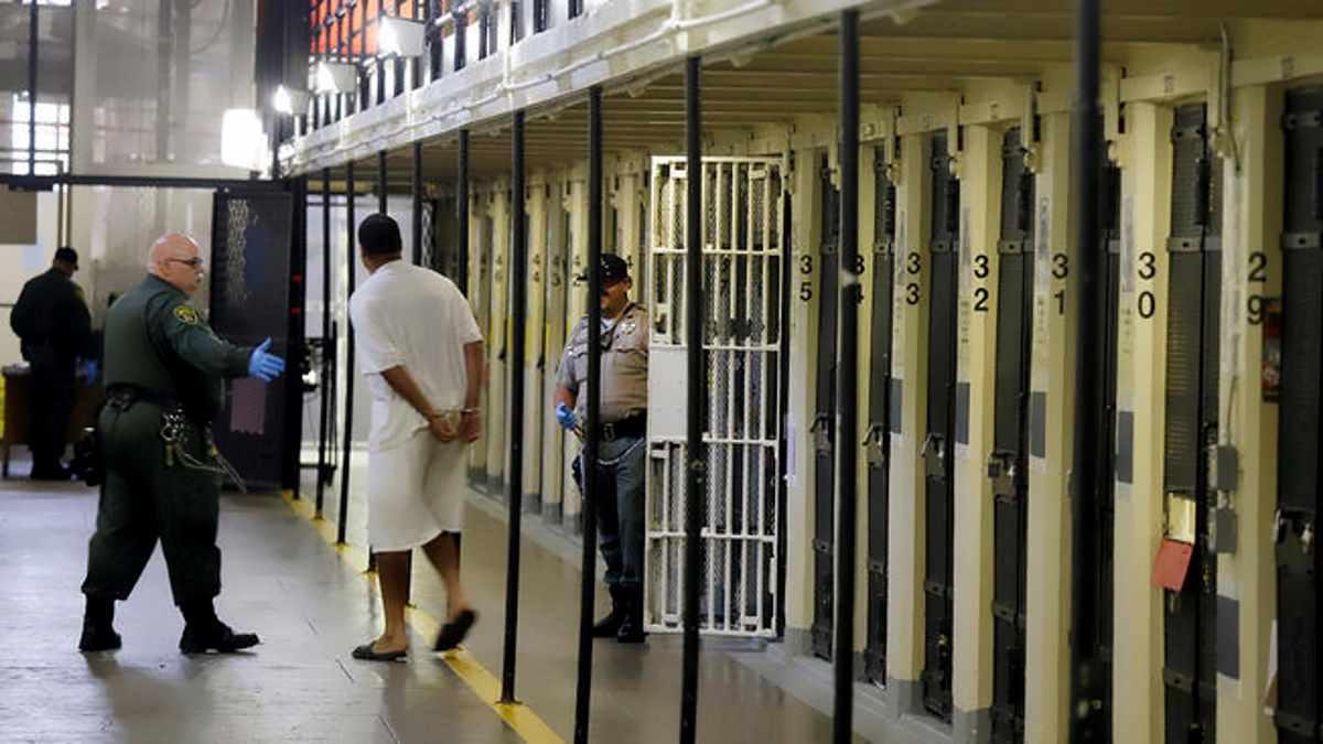 Il governatore della California Newsom sospende l'applicazione della pena di morte