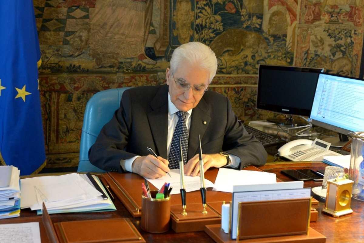 Mattarella firma la legittima difesa di Salvini dichiarando che è una legge inutile