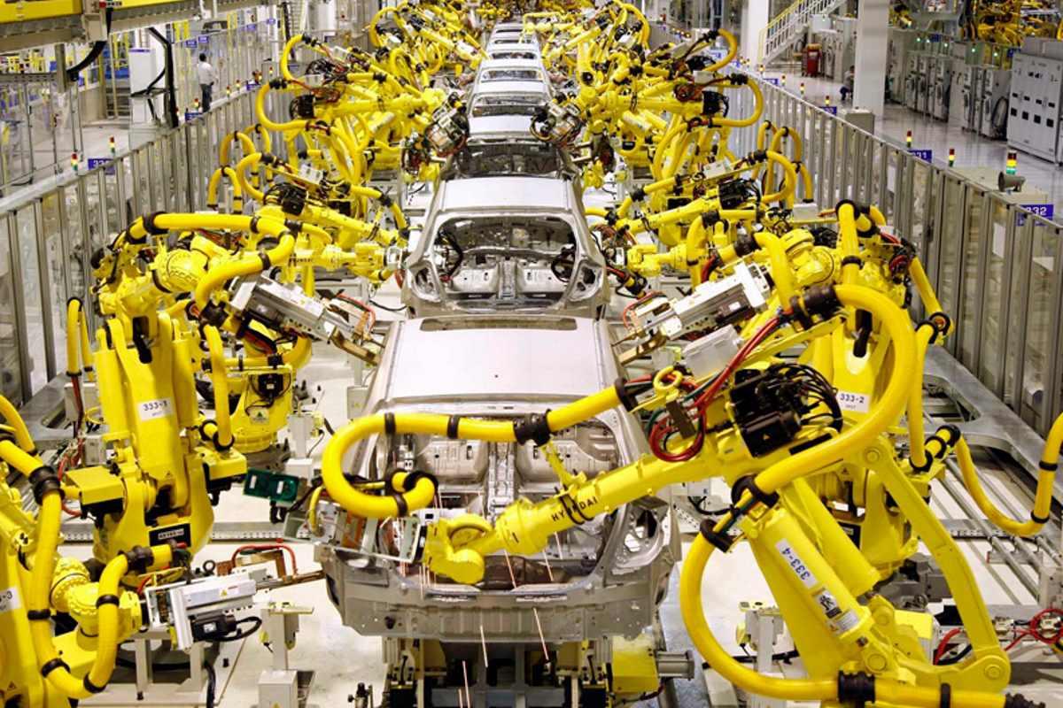 Istat, a maggio produzione industriale in calo rispetto allo scorso anno