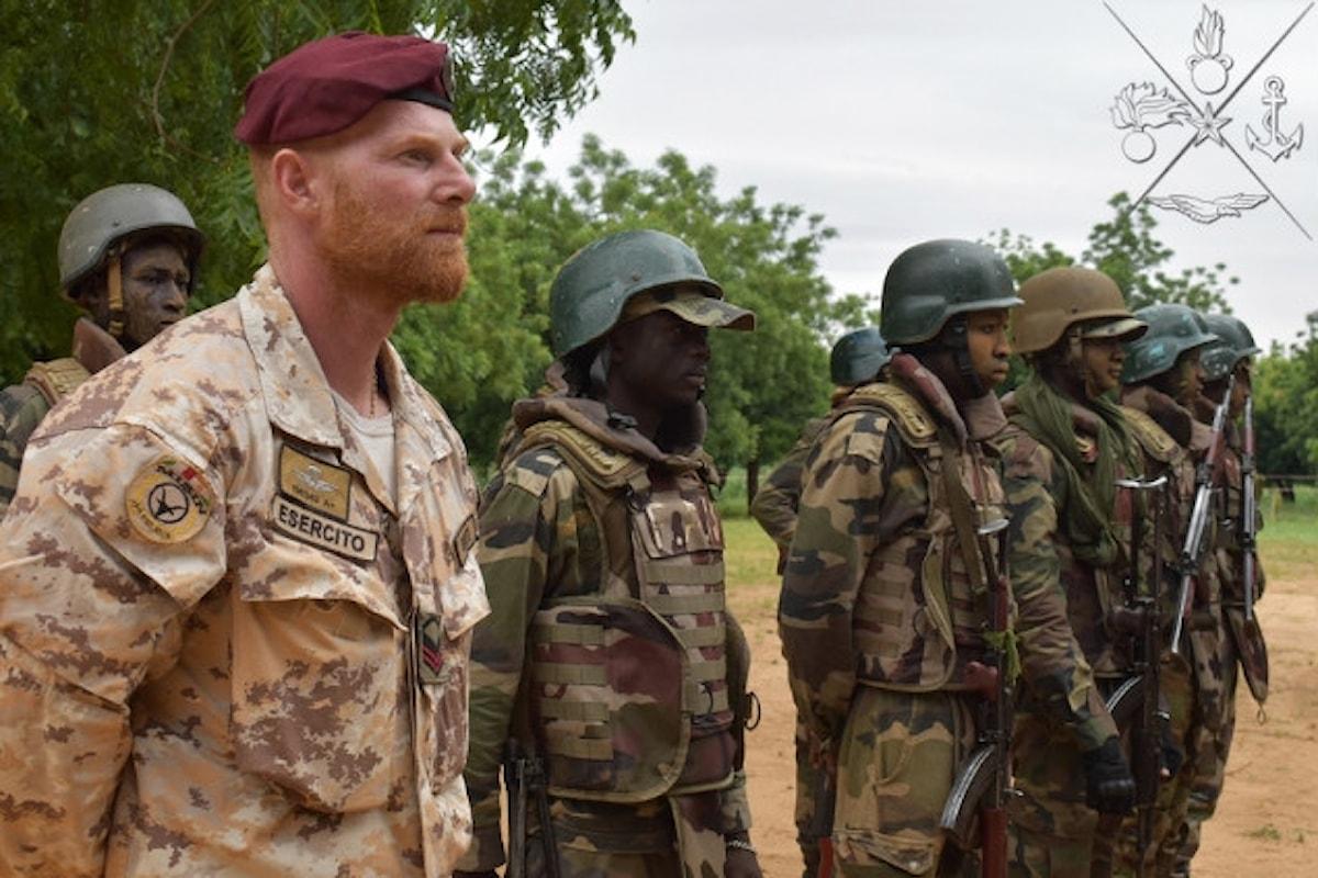 Niger, parà della Folgore addestrano militari nigerini a tecniche di combattimento