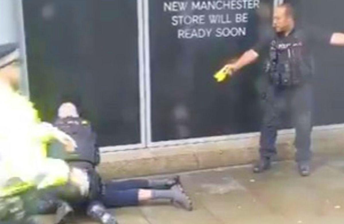 Cinque persone sono state accoltellate al Centro Arndale nel centro di Manchester