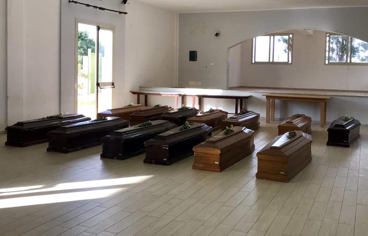 A Lampedusa i funerali delle 13 donne morte nel naufragio del 7 ottobre