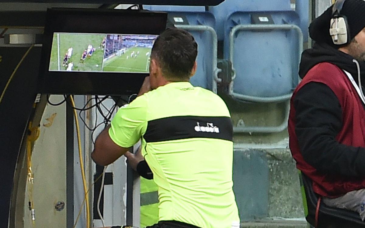 Serie A, le polemiche oscurano tutto: Del calcio giocato nemmeno l'ombra, a conferma dell'ennesima sconfitta del nostro calcio''