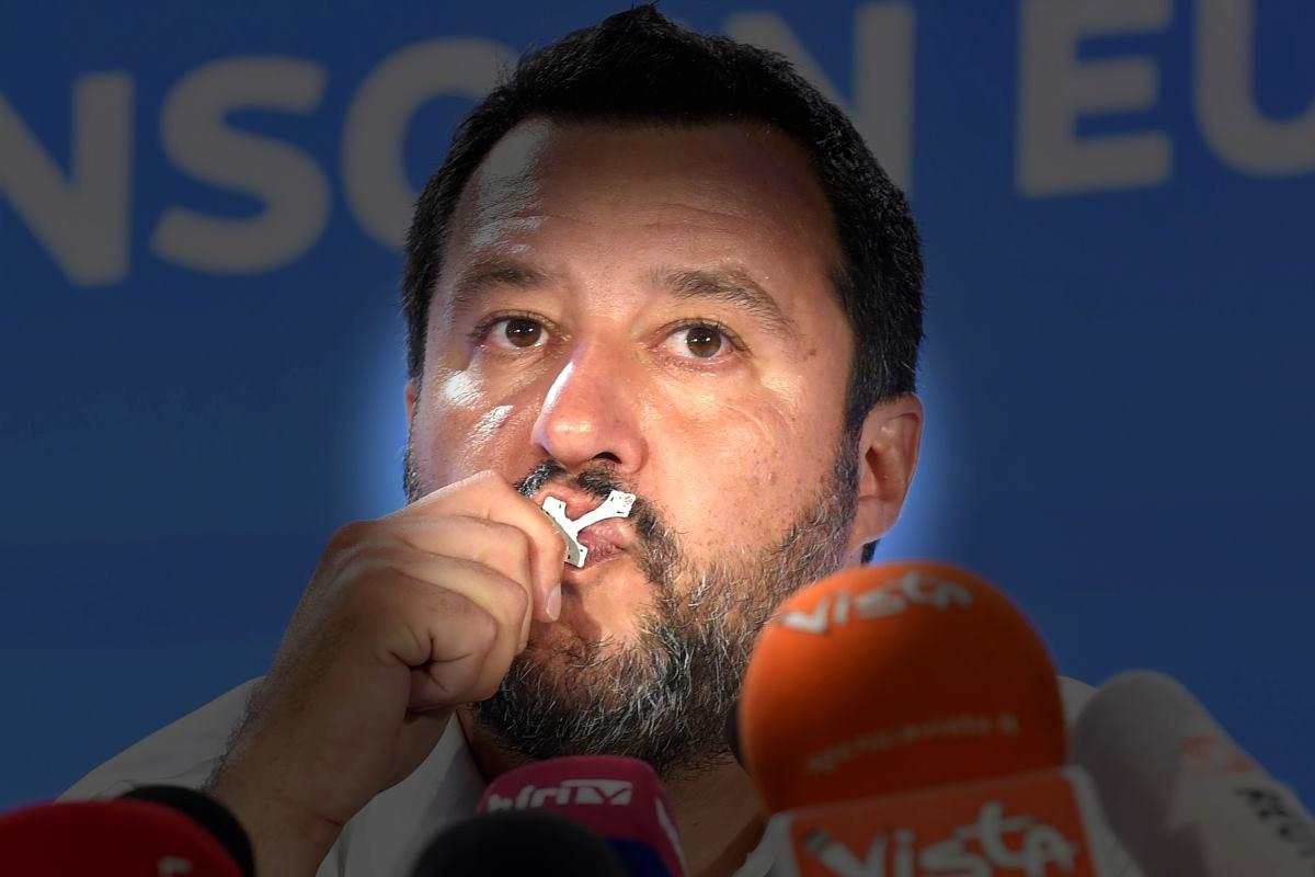 Non va tolto dalle scuole il crocifisso sovranista di Matteo Salvini