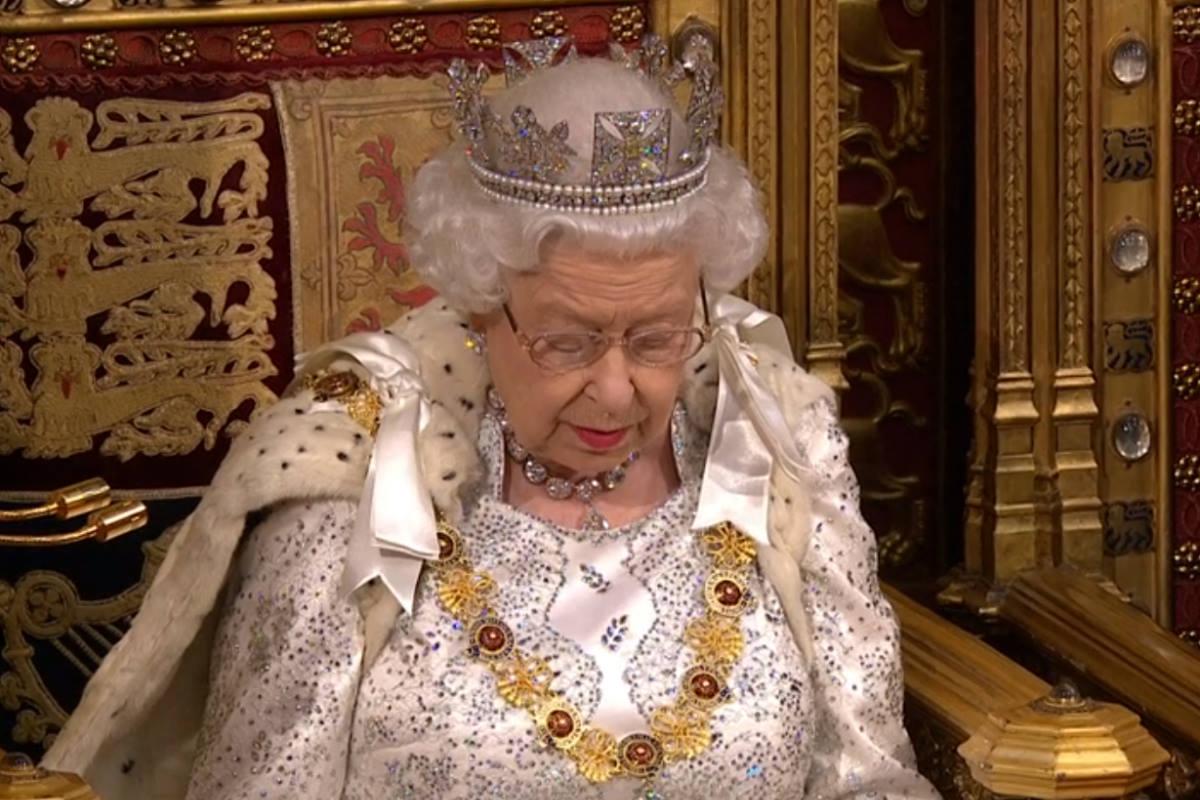 Nel discorso della regina l'improbabile programma di governo su cui incombe la scadenza della Brexit