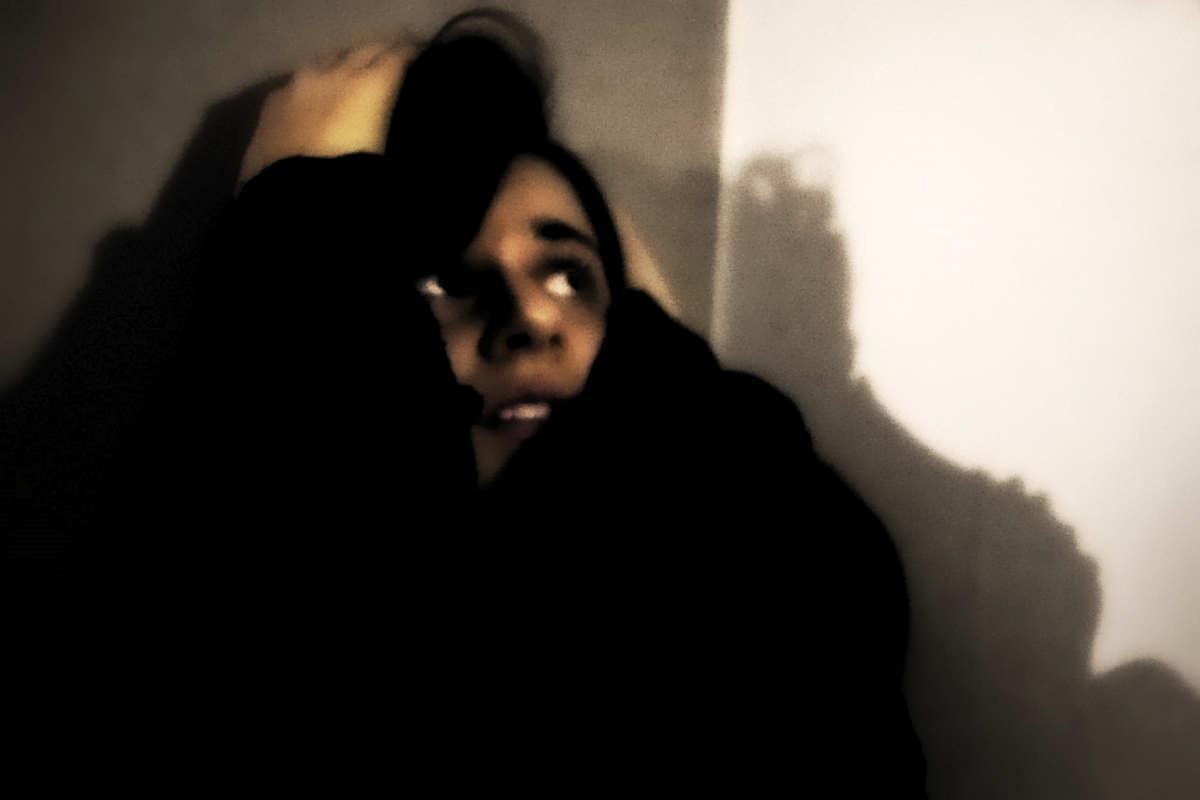 Catania, ragazza di 15 anni registra l'audio del padre mentre picchia la madre. Il coraggio della giovane ne ha permesso l'arresto