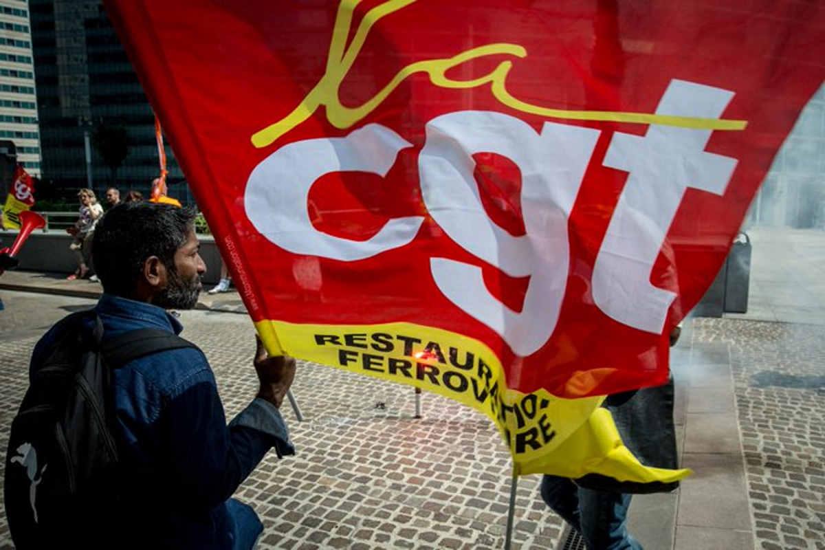 Continua in Francia lo sciopero contro la riforma delle pensioni voluta da Macron