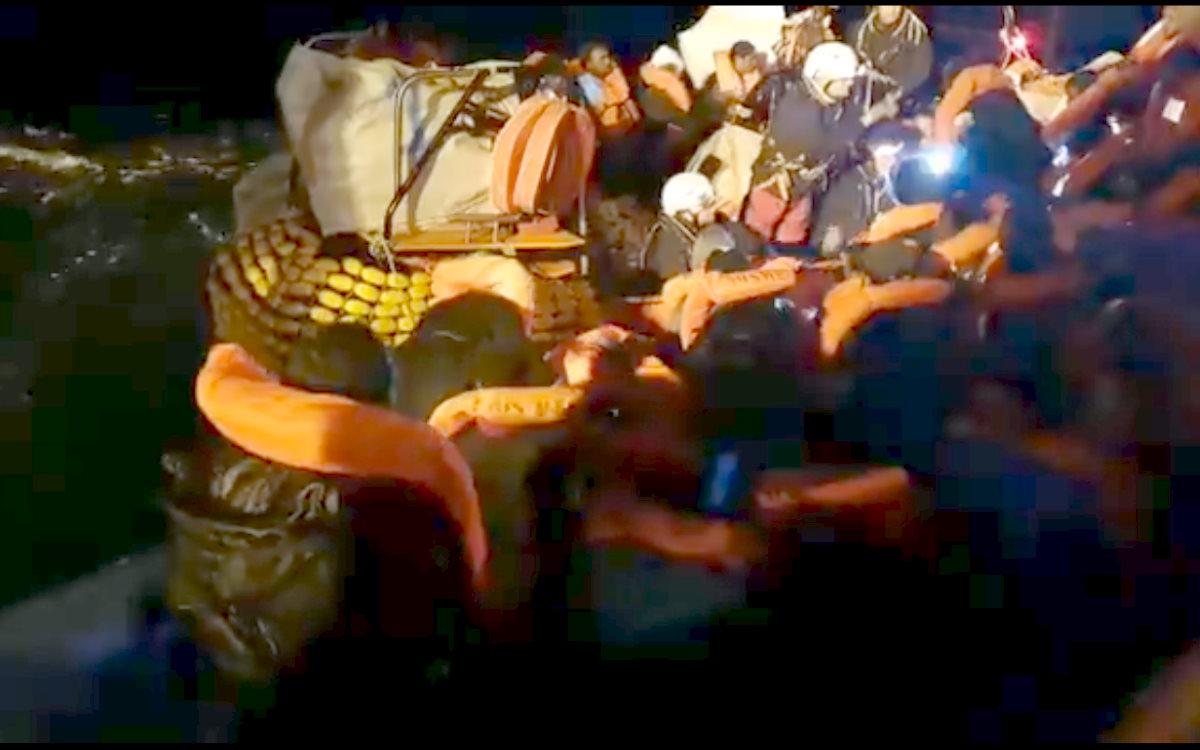 La Ocean Viking con 162 persone a bordo è a poche miglia dalle coste siciliane