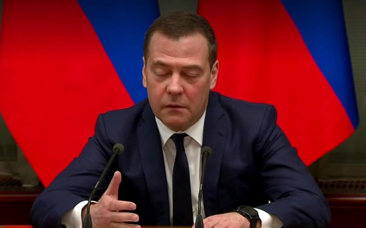 Putin vuole cambiare l'assetto costituzionale della Russia e Medvedev si dimette