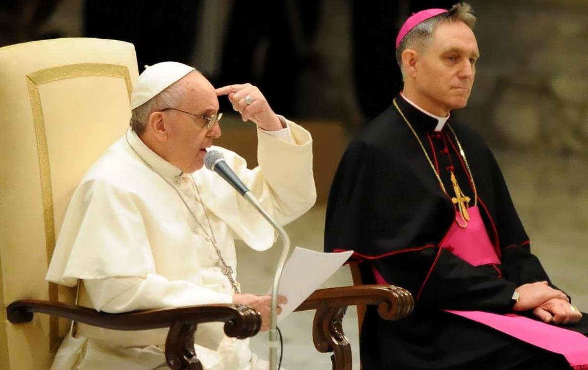 Papa Francesco ha messo alla porta Monsignor Georg Gaenswein, Prefetto della Casa Pontificia