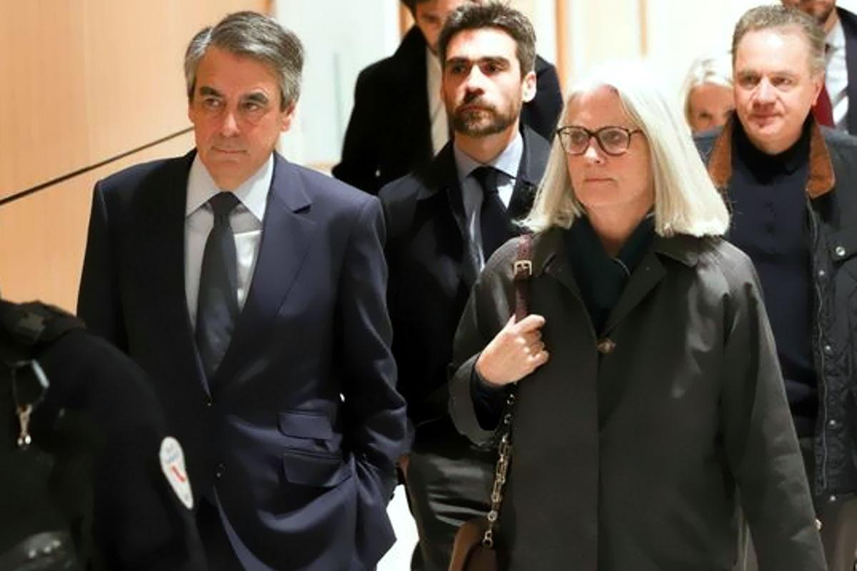 Fillon condannato a cinque anni per aver assunto la moglie come assistente parlamentare ma senza che svolgesse alcun incarico