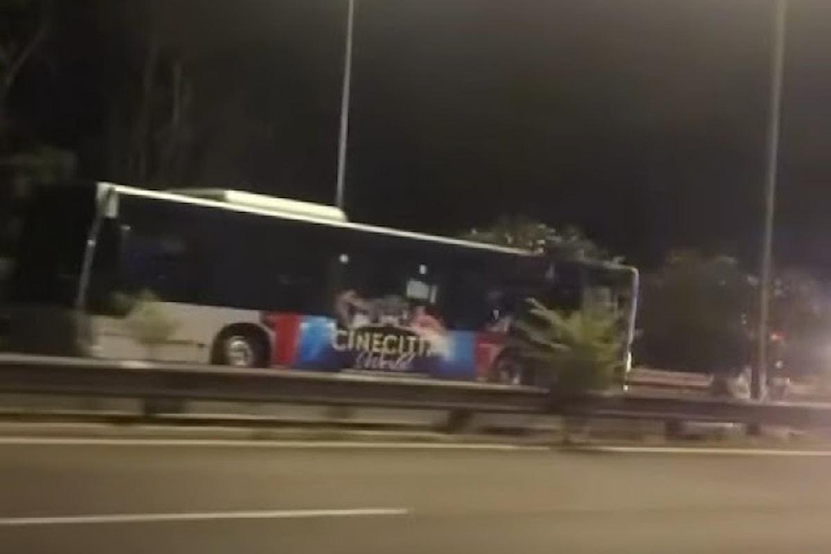 Roma: Un altro bus a fuoco nella notte