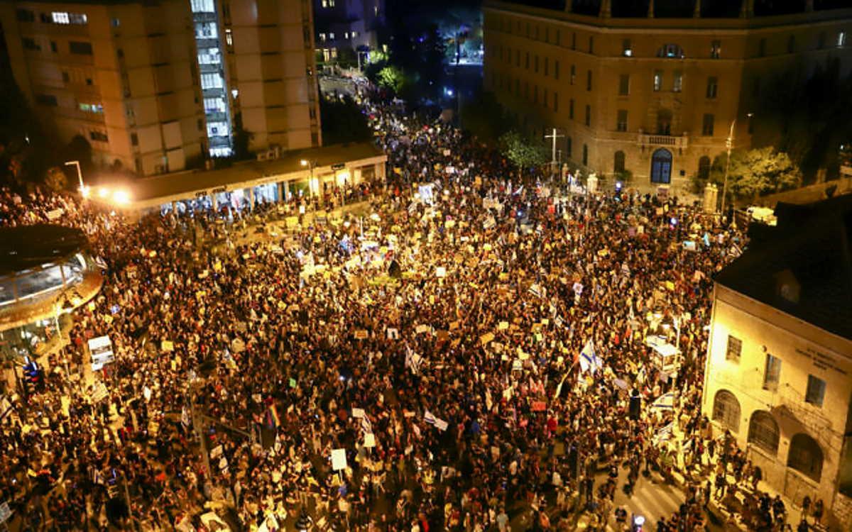 Israele, proseguono le proteste e Netanyahu è sempre più in difficoltà