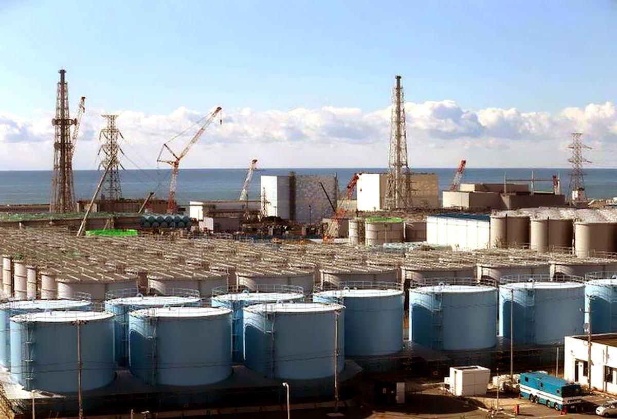 Il Giappone vuole riversare in mare l'acqua radioattiva utilizzata per raffreddare il nocciolo del reattore nucleare di Fukushima