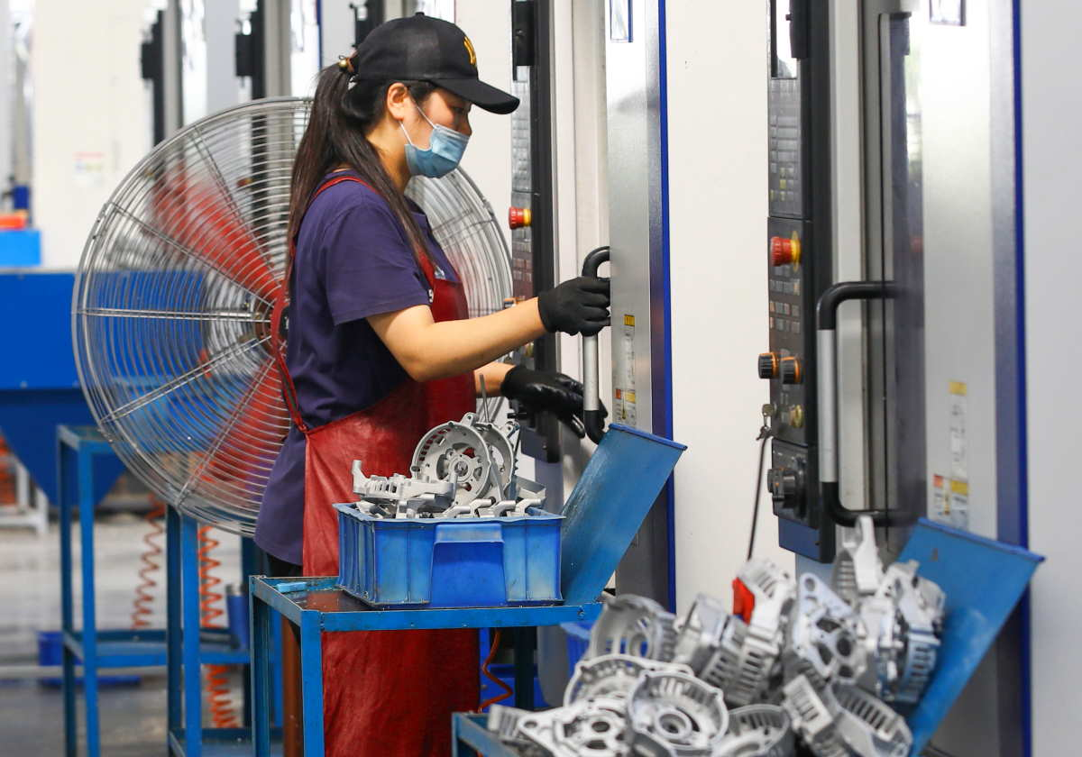 Mentre le economie di tutto il mondo sono in affanno, quella cinese cresce del +4,9%