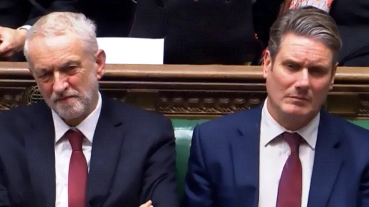 Starmer reintegra Corbyn nel Labour ma lo caccia dal gruppo parlamentare alla Camera dei Comuni