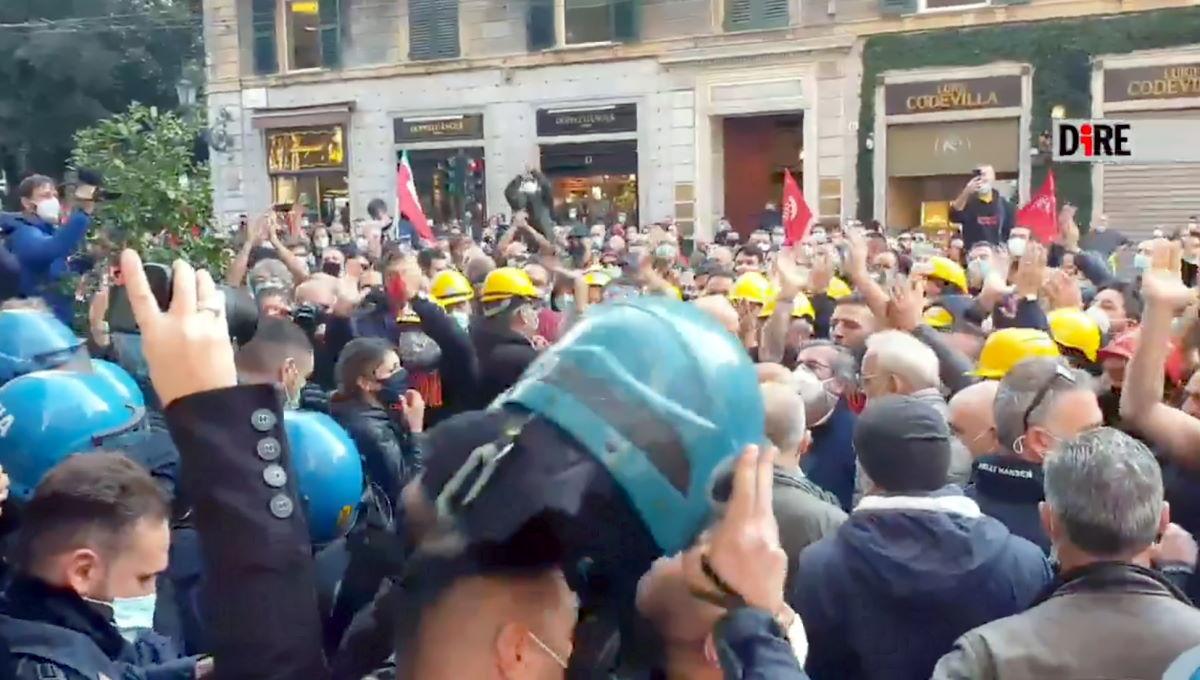A Genova ArcelorMittal ritira 250 lettere di sospensione dopo lo sciopero dei lavoratori che nel frattempo ricevono la solidarietà della polizia