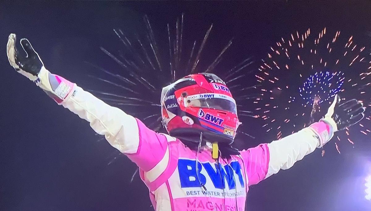 Formula 1, Perez trionfa a Sakhir grazie al disastro della Mercedes e alla sfortuna di Russell