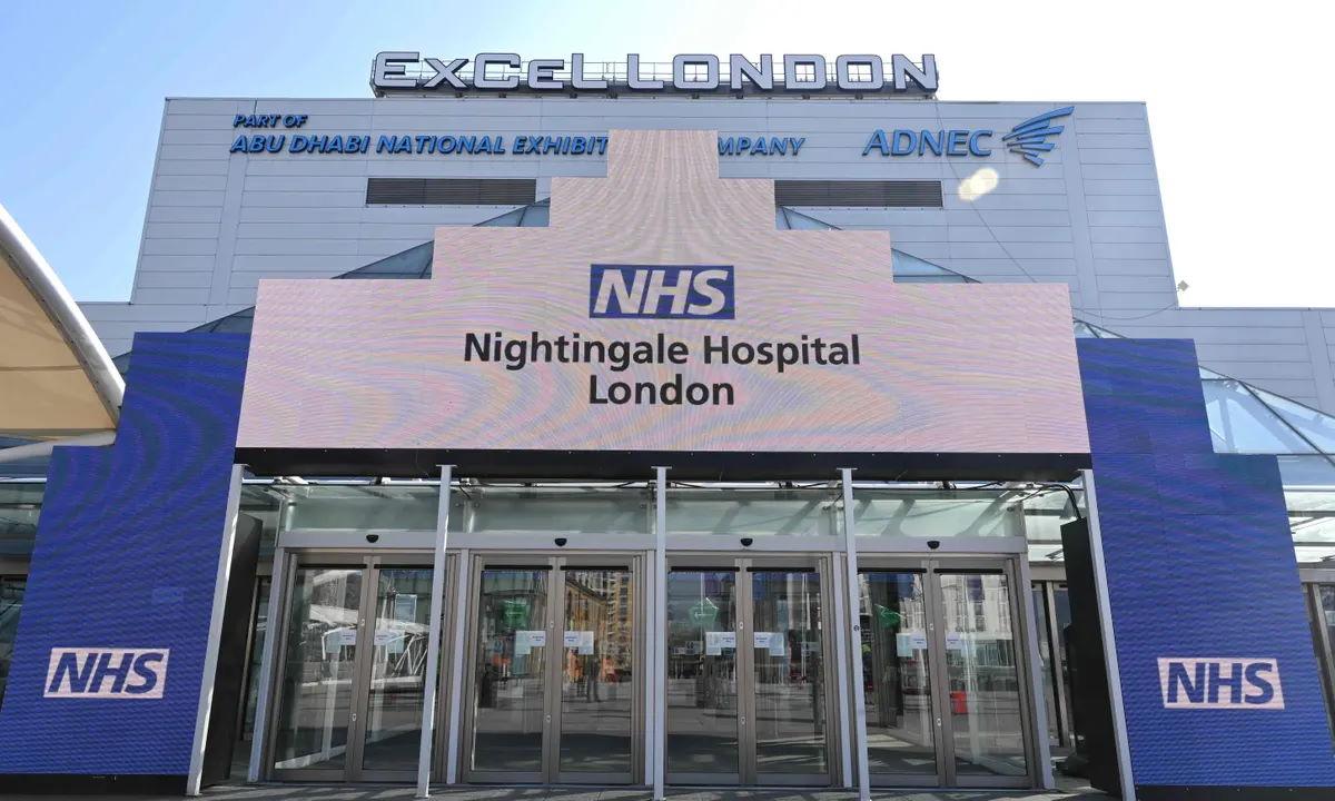 Dopo l'esplosione dei casi di contagio in Inghilterra riaprono gli ospedali anti-Covid