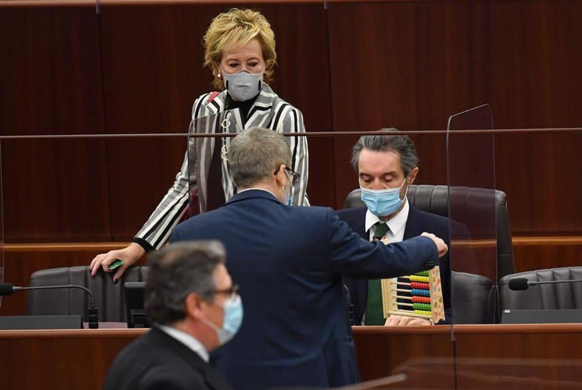 Le opposizioni continuano a chiedere le dimissioni di Fontana per la zona rossa in Lombardia