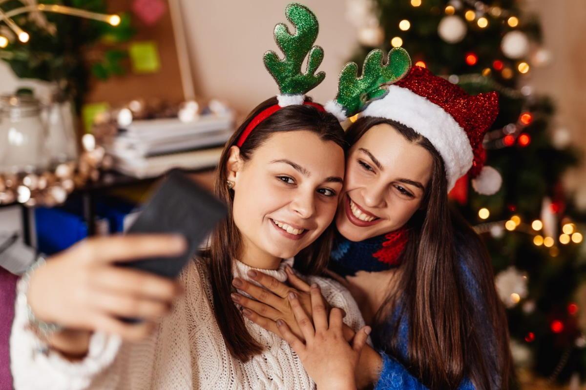 Continua il boom dei social... a Capodanno 2021 numeri record per WhatsApp