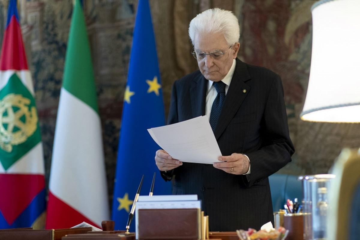 Mattarella ricorda Marco Biagi affermando che il terrorismo è stato sconfitto dall'unità del popolo italiano
