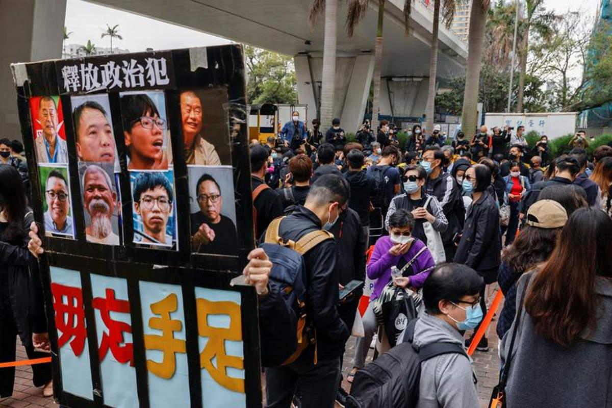 Manifestazioni a Hong Kong: Liberare tutti i prigionieri politici