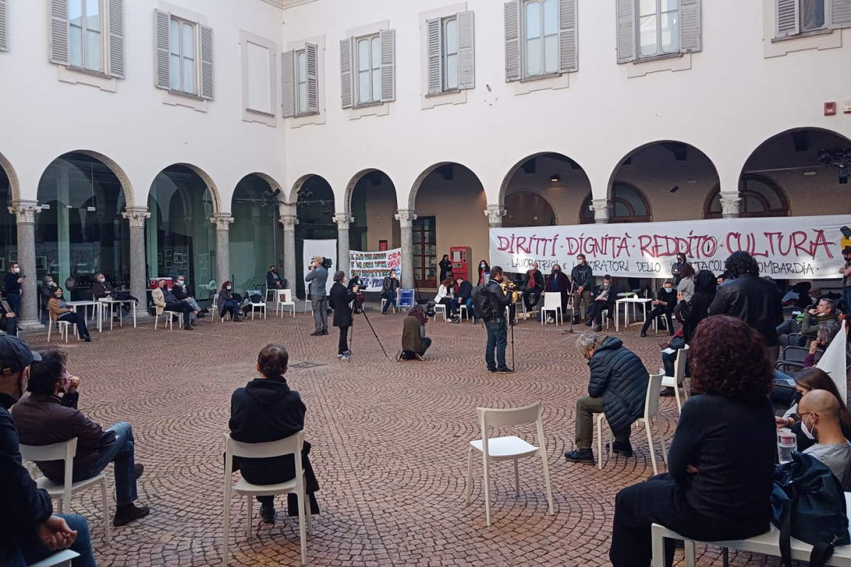 A Milano al Piccolo Teatro Aperto proseguono le iniziative per attirare l'attenzione sulla crisi del mondo teatrale