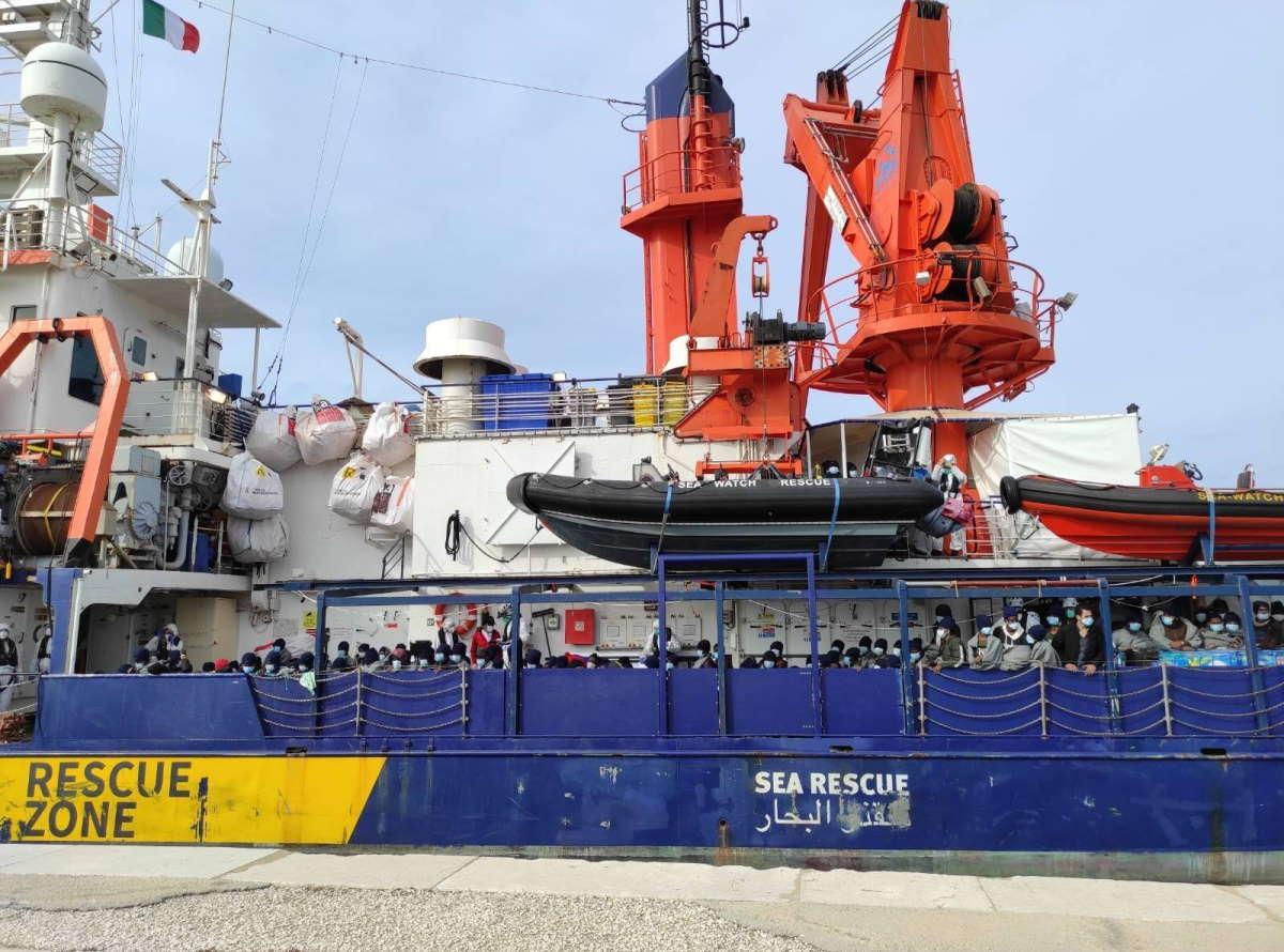 A Trapani gli oltre 450 migranti della Sea Watch 4