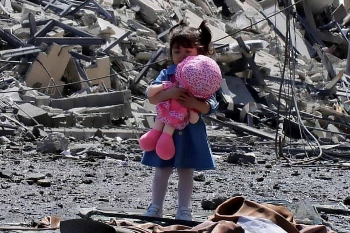 Ormai sfiora i 200 morti il massacro operato dagli israeliani a Gaza. 58 i bambini finora uccisi