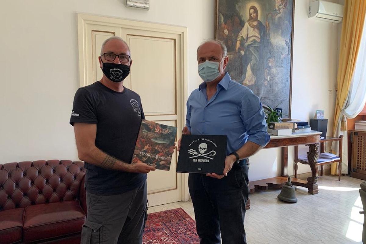 """Il presidente di """"Sea Shepherd Italia"""" incontra Sindaco a Palazzo dell'Aquila"""