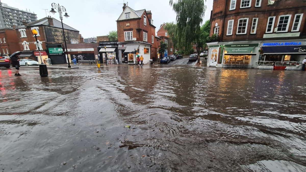 Maltempo: anche Londra finisce sott'acqua