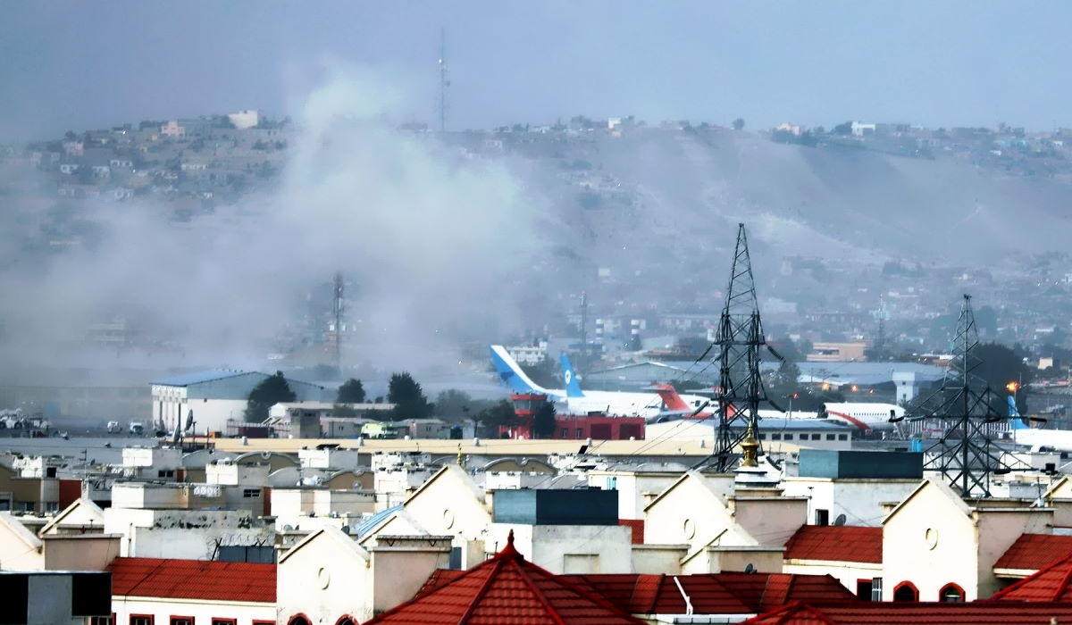 Almeno 90 le vittime dei due attentati di giovedì all'aeroporto di Kabul