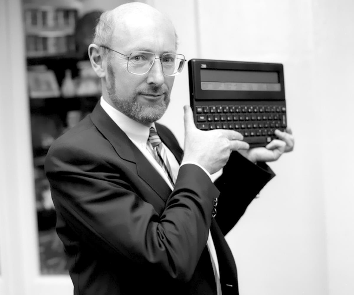 È morto a Londra a 81 anni Sir Clive Sinclair, inventore della calcolatrice tascabile e pioniere dell'home computing