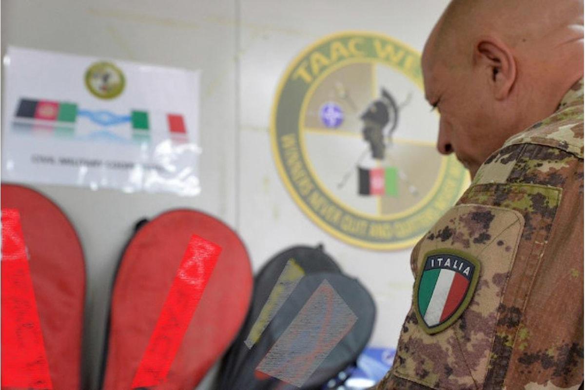 Afghanistan, militari italiani donano abbigliamento e materiale al Dipartimento dello sport di Herat