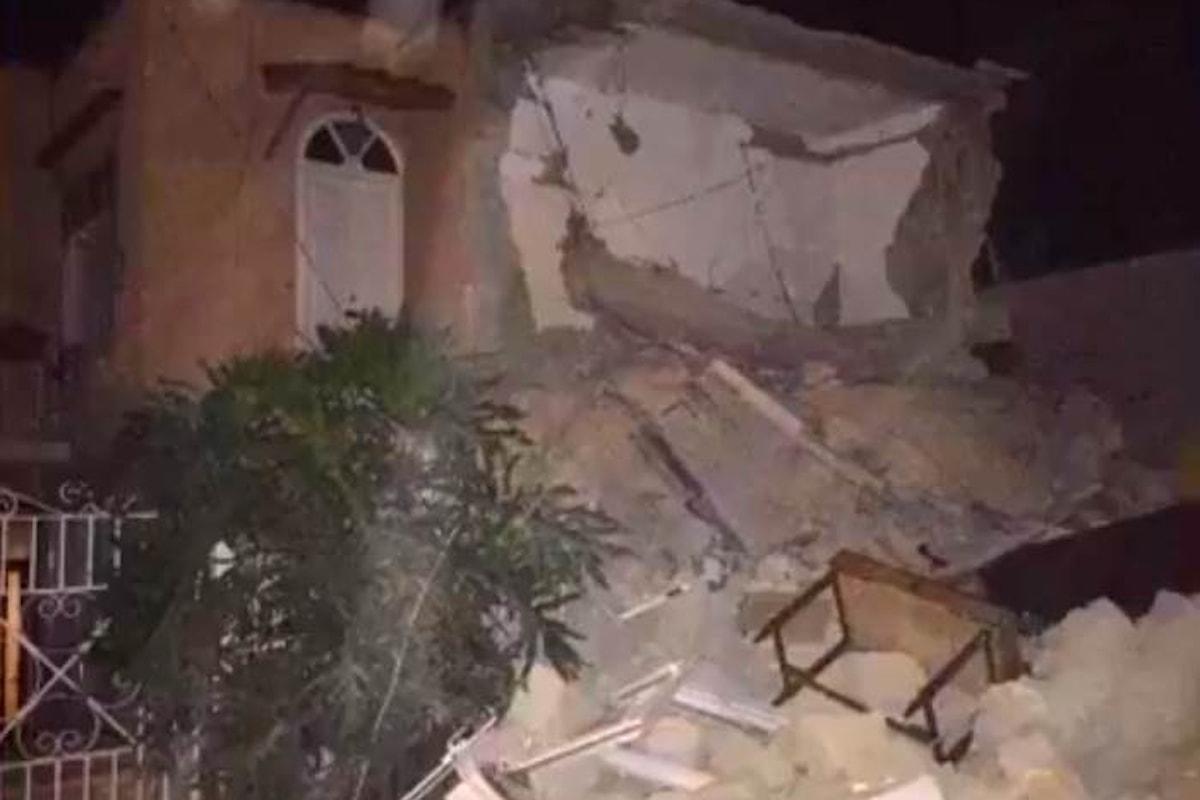 Una piccola scossa di terremoto causa ad Ischia crolli, morti e feriti