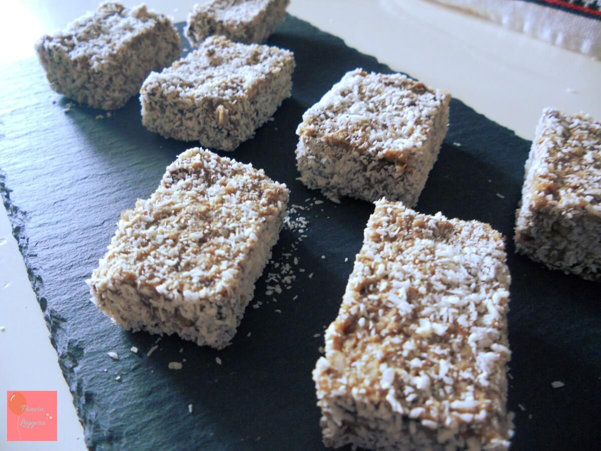 Piccoli bocconcini super nutrienti e salutari per placare la fame. Ricetta facile, senza zucchero e senza cottura