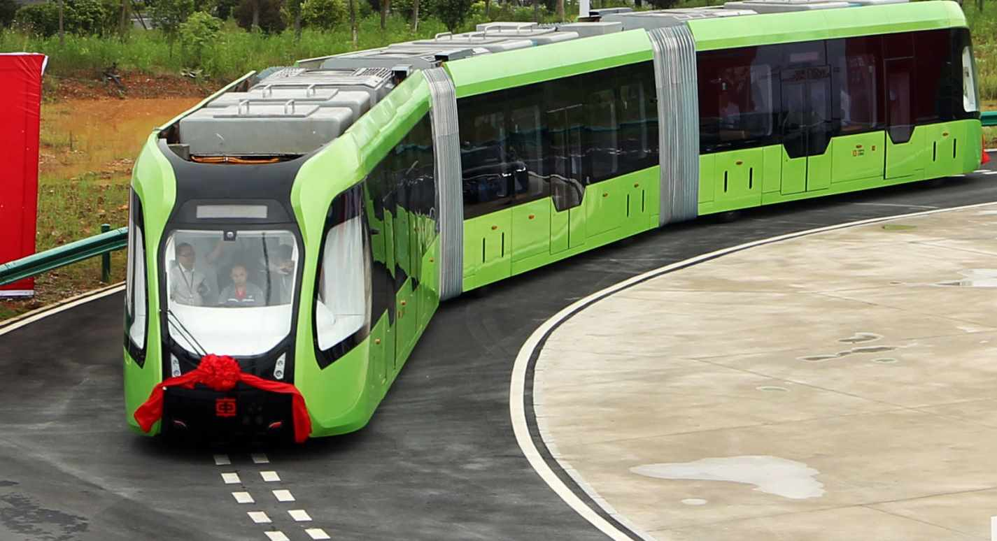 Presentato in Cina un treno senza rotaie, che si guida da solo