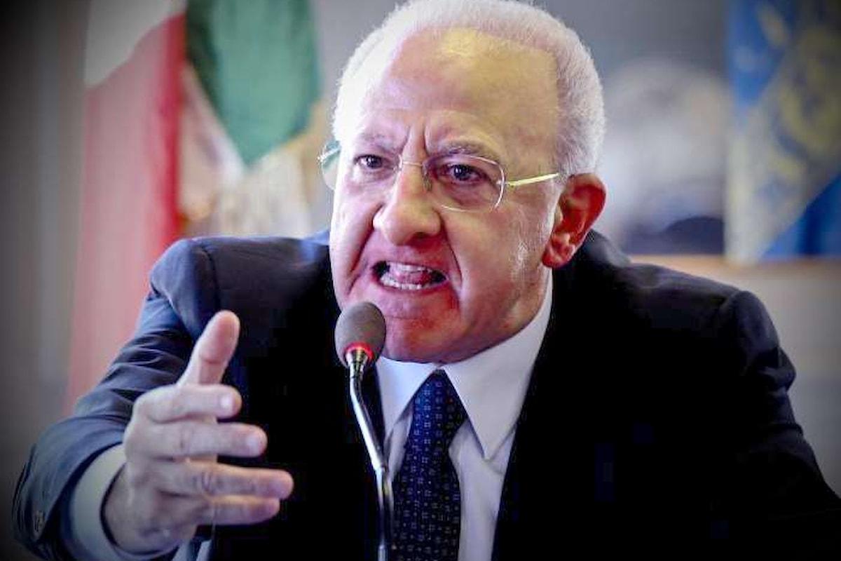 C'è chi presenta ministri e chi presenta denunce... come Vincenzo De Luca.