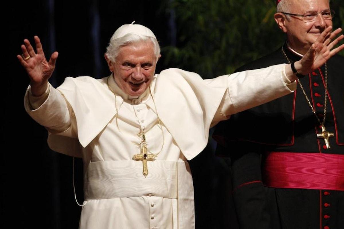 """Papa Ratzinger da Cardinale consigliava """"con tutto il rispetto"""" ai pastori della sua chiesa di chiedersi se il celibato dei preti avesse ancora un senso nel mondo moderno"""