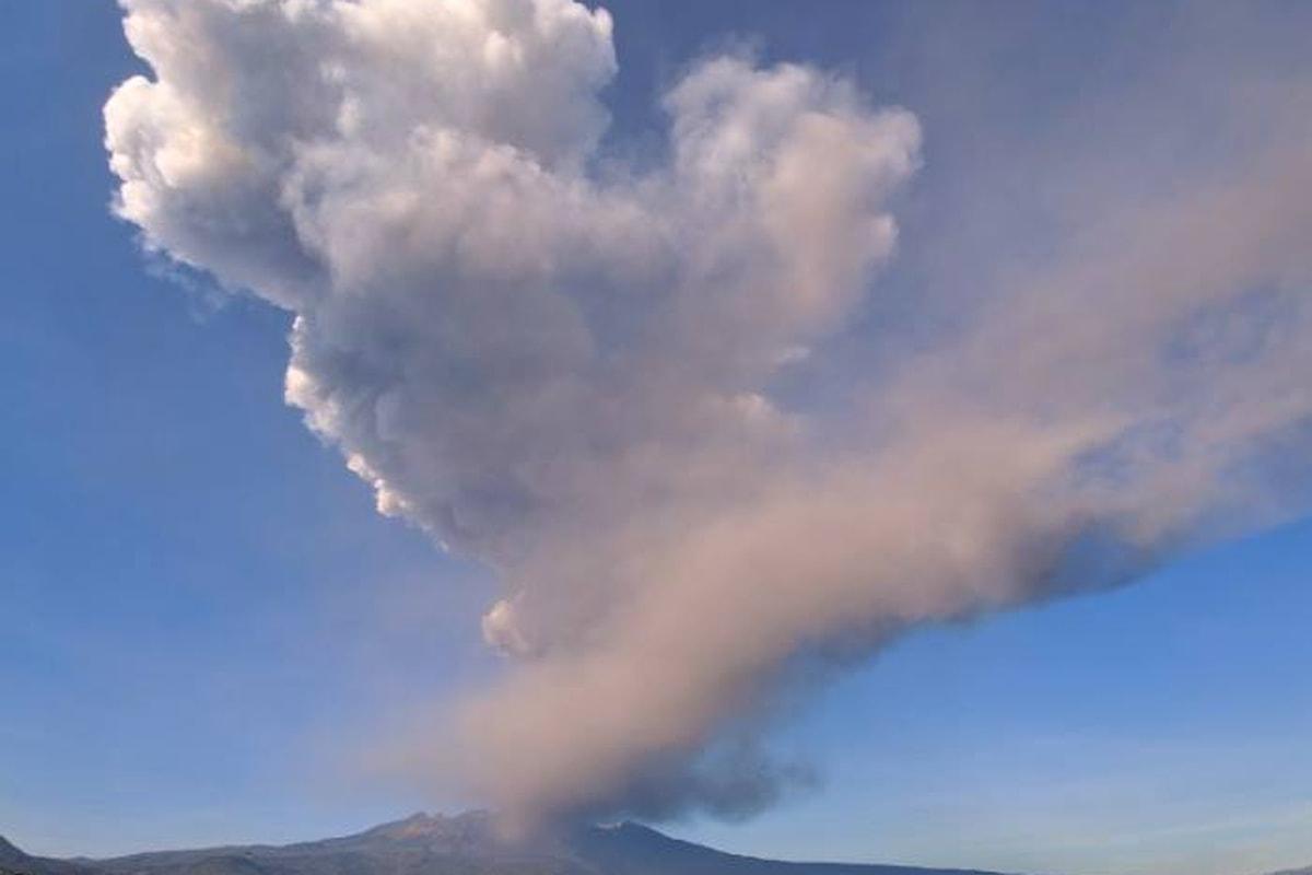 Alla vigilia di Natale eruzione dell'Etna e sciame sismico, registrate fino a 250 scosse