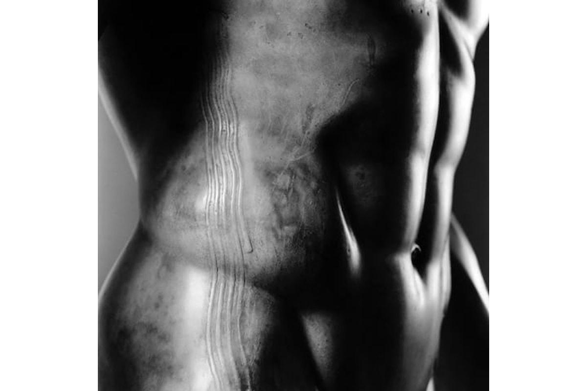 Statue antiche, corpi che seducono. Le immagini mozzafiato di Luigi Spina in mostra a Napoli