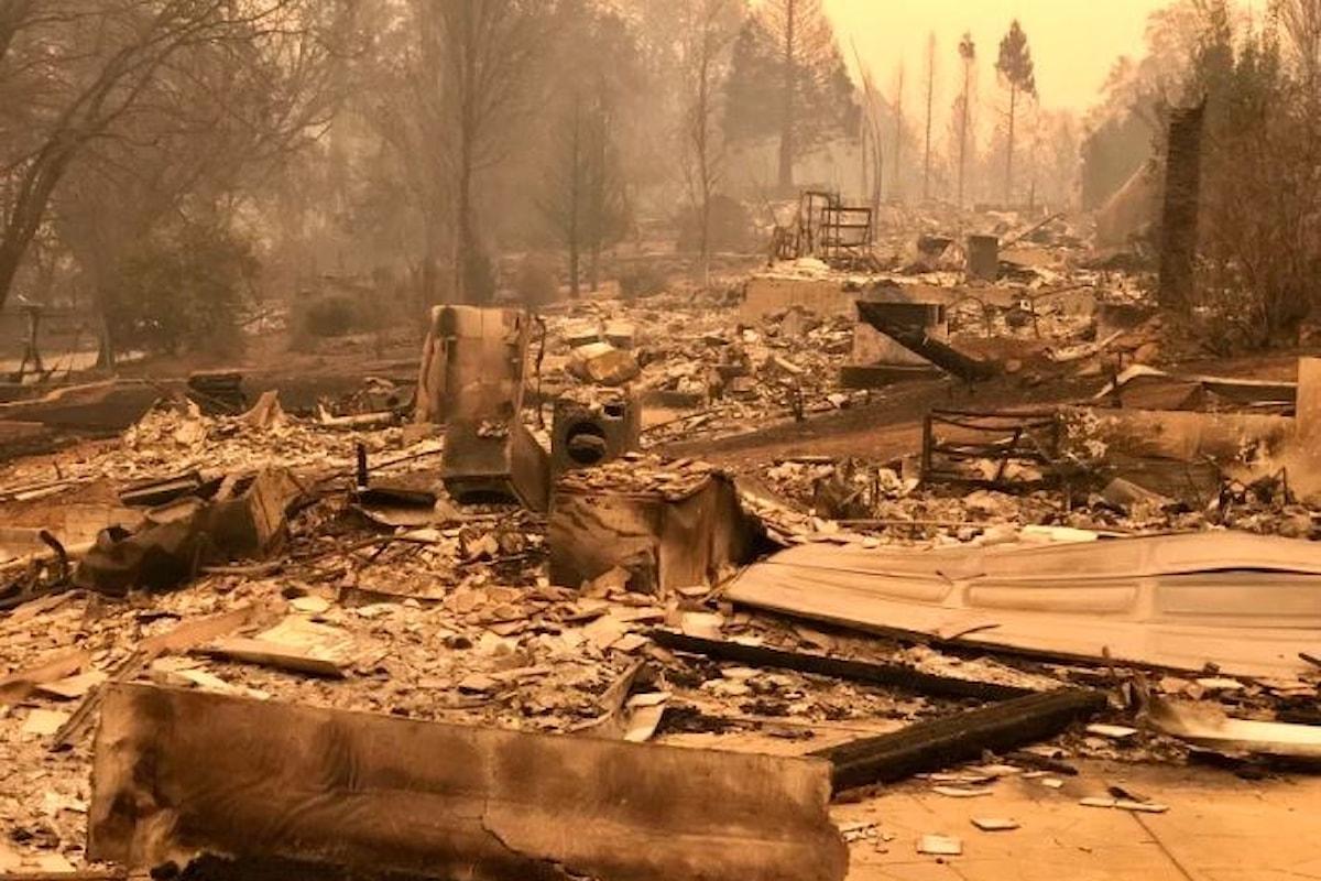 Camp Fire, l'incendio più grave mai registrato in California, ha causato finora 23 morti
