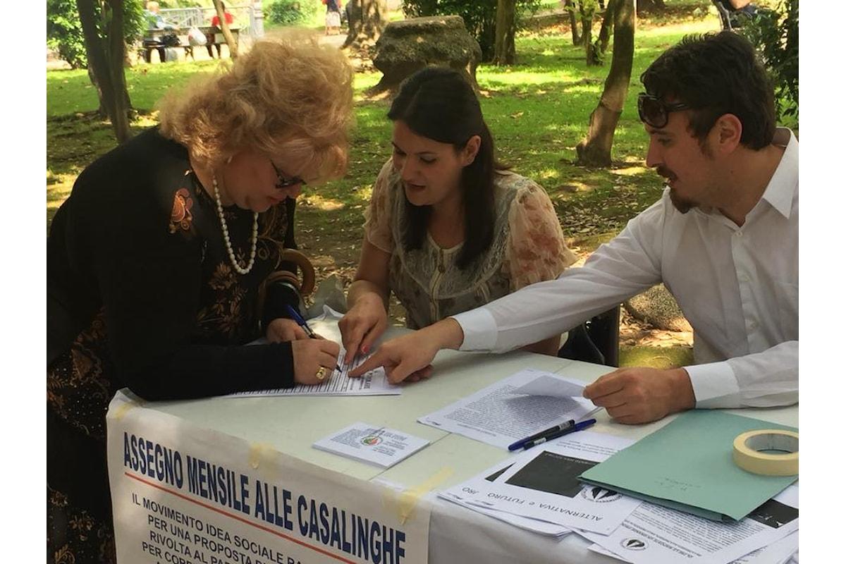 Movimento Idea Sociale a Caserta festeggia la mamma con una petizione