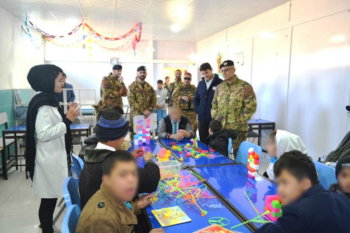 Afghanistan, militari del contingente italiano distribuiscono generi di prima necessità ai disabili di Herat