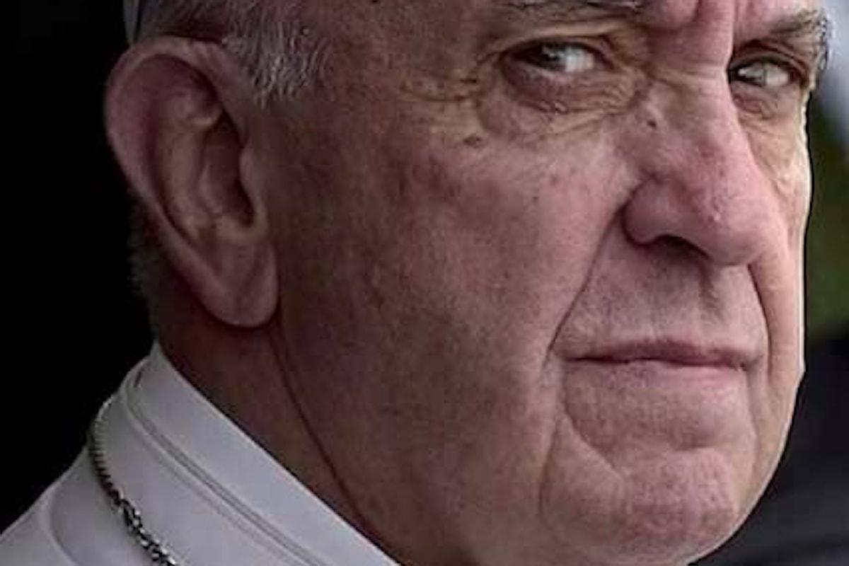 """La confessione choc della suora: """"II papa propone il preservativo"""""""