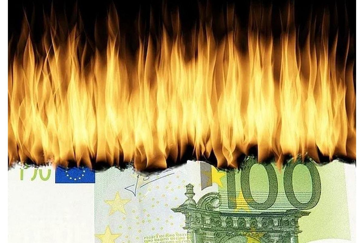 L'Italia lotta con la manovra di bilancio, ma continua a sprecare quasi 29 miliardi di euro all'anno nella PA